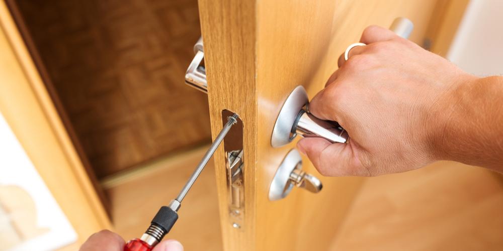 & How To Fix A Door Lock That Is Jammed Pezcame.Com