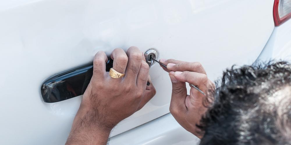 Locksmith Picking Car Trunk Lock