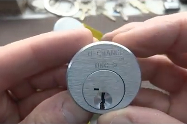 u-change-lock