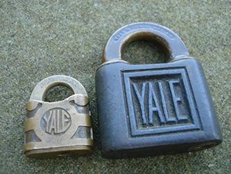 yale-padlock